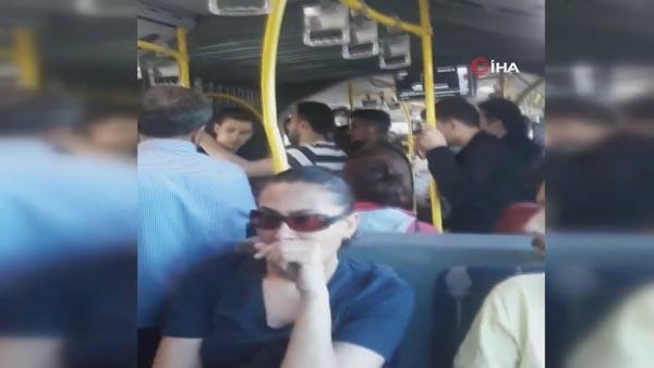 Metrobüste hareketli dakikalar! Her anını kaydetti