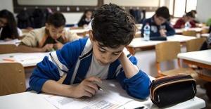 Çocuğu İlköğretimde Okuyan Aileye 684 Lira Ödenecek Çocuğu İlköğretimde Okuyan Aileye 684 Lira Ödenecek... İşte detaylar...