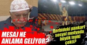 Derbi öncesinde Galatasaray Tribünlerinde açılan koreografinin bir mesaj mı taşıdığı yönündeki kuşku sosyal medyada büyük tepki çekti.