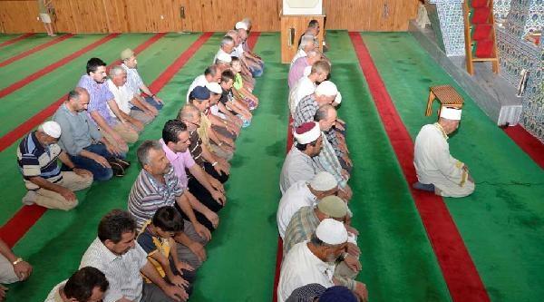 107 Yaşında Cemaate Namaz Kıldırdı