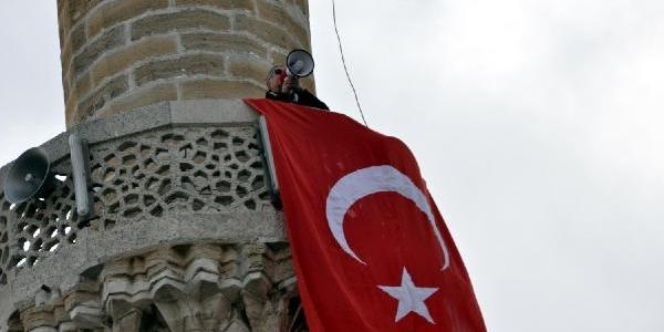 10 Kasim'da Minarede Bayrak Açan Emekli Astsubaya Gözalti