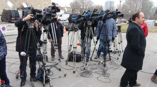 10 Ocak Çalişan Gazeteciler Günü'nde Basin Mensuplari, Haber Nöbetinde