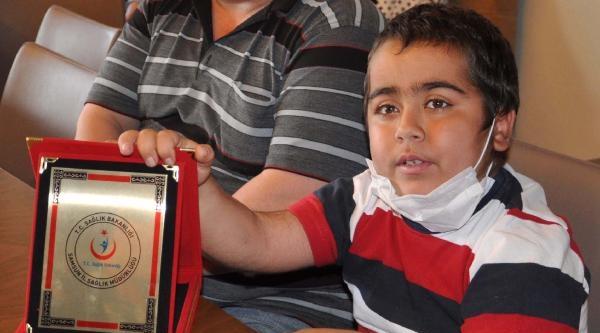 10 Yaşındaki Çocuk, Yapılan Böbrek Nakliyle Hayata Tutundu