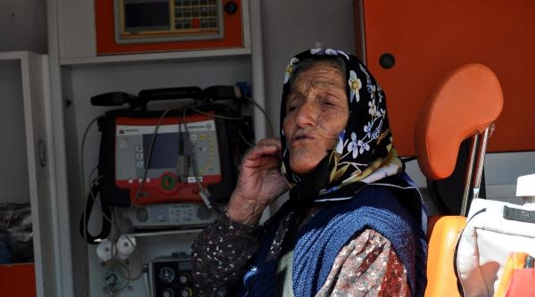 113 Yaşında Ambulansla Oy Vermeye Götürüldü