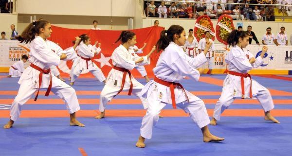 11'inci Uluslararası Karate Turnuvası Törenle Başladı