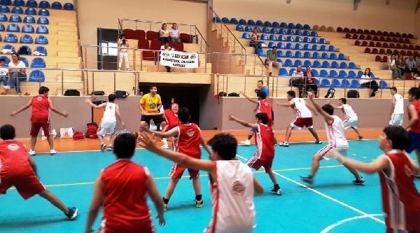 12 Dev Adam Basketbol Okulu Kayseri'deydi