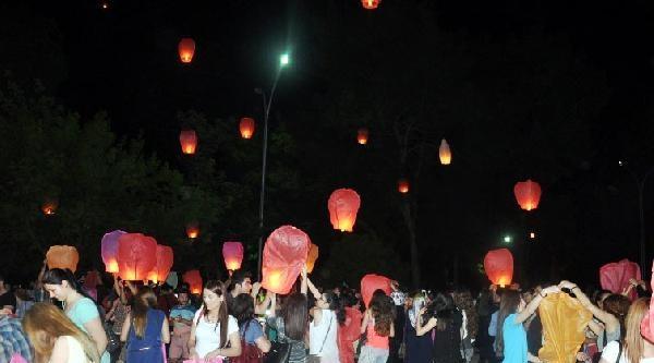 1300 Meslek Yüksekokulu Öğrencisinden Dilek Feneri