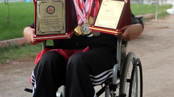 13 Yaşindaki Engelli Ayten, Engel Tanimiyor