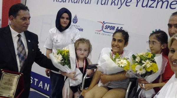 13 Yaşindaki Engelli Ayten, Engel Tanimiyor (Ek Fotoğraflar)
