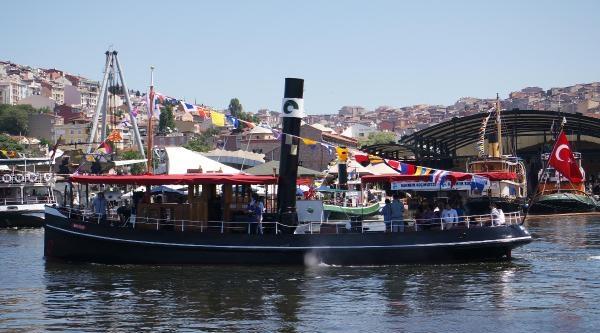 141 Yıllık Buharlı Gemi Haliç'te