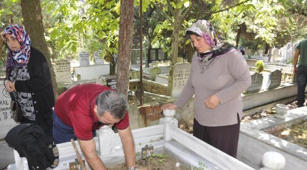17 Ağustos Mezarlığı, Depremde Yakınlarını Kaybedenlerle Dolup Taştı
