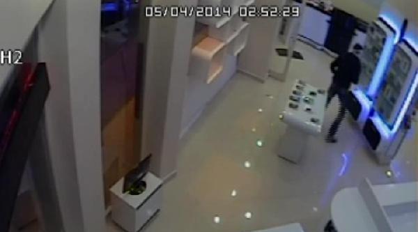 17 Günde İki Kez Soydular / Hırsızlık Anları Güvenlik Kamerasında