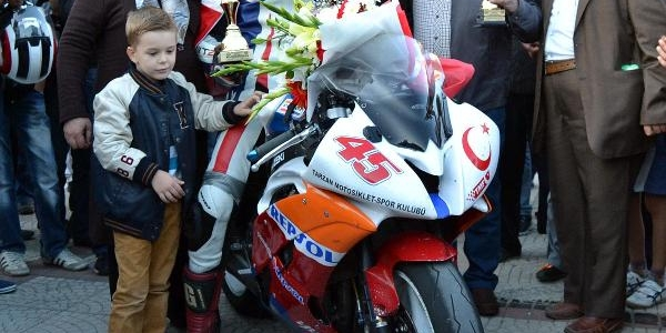 17'lik Furkan Motosiklet Doğu Avrupa Pist Şampiyonu