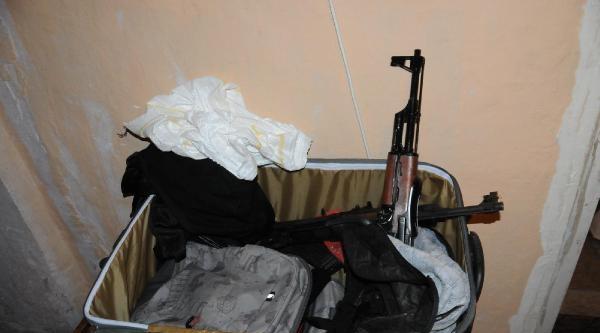 1 Mayıs Öncesi Yoğunlaşan Operasyonlarda 2 Kalaşnikof Silah Ve 1 Tabanca Ele Geçirildi
