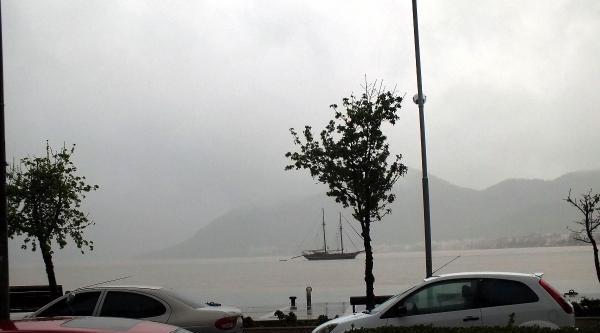 1 Saatlik Yağmur Marmaris'te Etkili Oldu