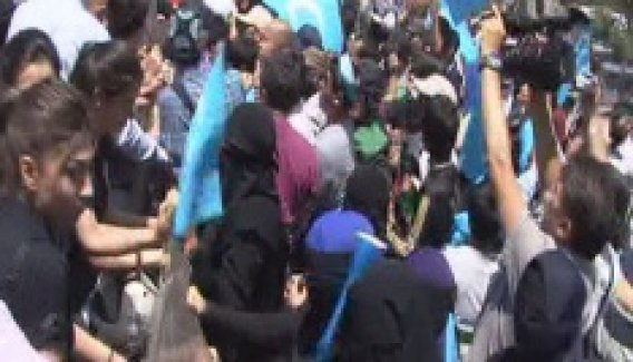 Başkent'te Tayland Büyükelçiliği önündeki eylemde gerginlik