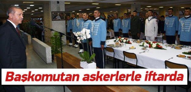 Erdoğan askerlerle iftar yaptı