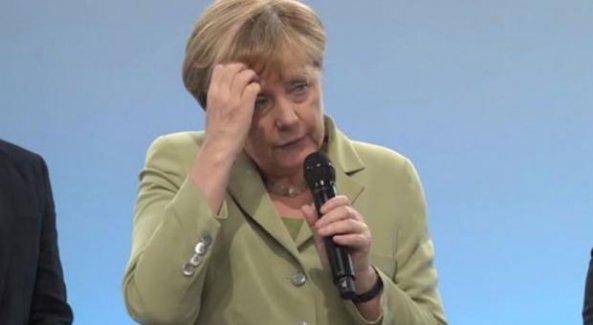 Merkel Filistinli kızı ağlattı!