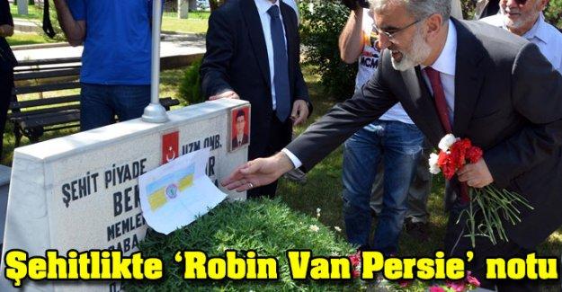 Şehitlikte 'Robin Van Persie' notu