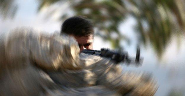 Silvan'da karakola ve askeri lojmana silahlı saldırı