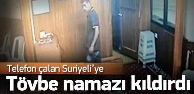 Telefon çalan Suriyeliye 'tövbe namazı' kıldırdı