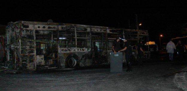 Teröristler seyir halindeki otobüsü yaktı!