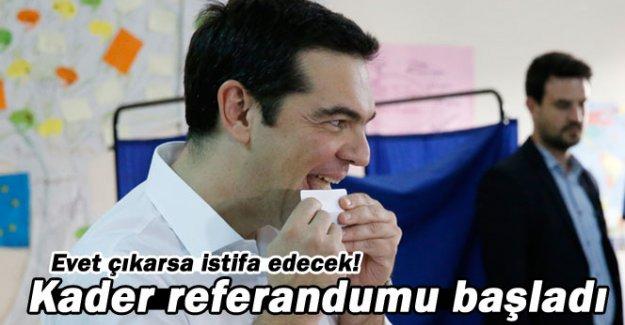 Yunanistan'da kader referandumu başladı