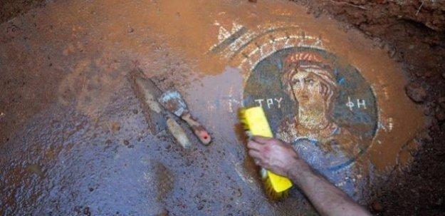 1800 yıllık mozaik bulundu