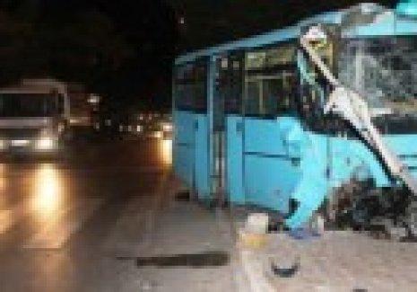 2 yolcu minibüsü çarpıştı: 6 yaralı!
