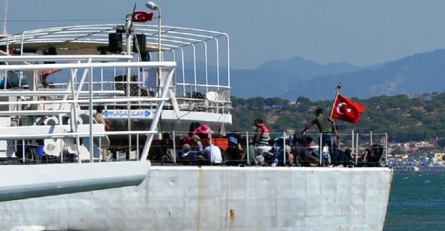42 kaçak Suriyeli denizde yakalandı