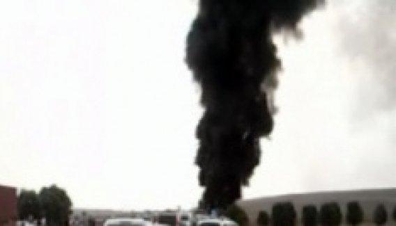 Devrilen tanker alev alev yandı! O anlar kamerada