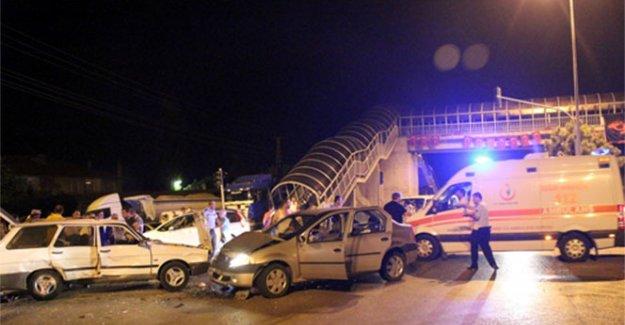 Düğün dönüşü trafik kazası: 2'si ağır 6 yaralı