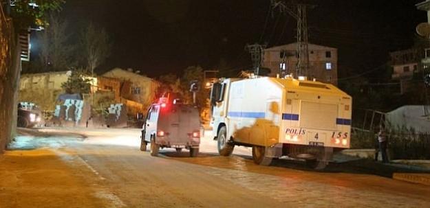 Hakkari'de polis lojmanlarına bombalı saldırı!