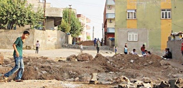HDP'li belediyeler PKK'ya hendek kazıyor