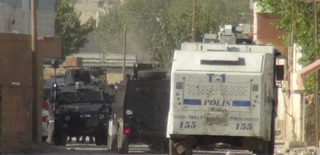 Hendek kapatan polislere saldırı!