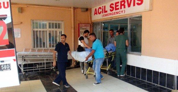 Hendek kapatma sırasında bomba patladı: 2 polis yaralı
