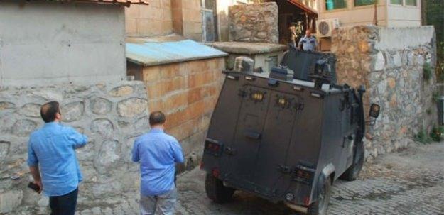 Kadın kıyafeti giyen PKK'lılar polise saldırdı