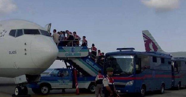 Mahkumlar özel uçakla getirildi