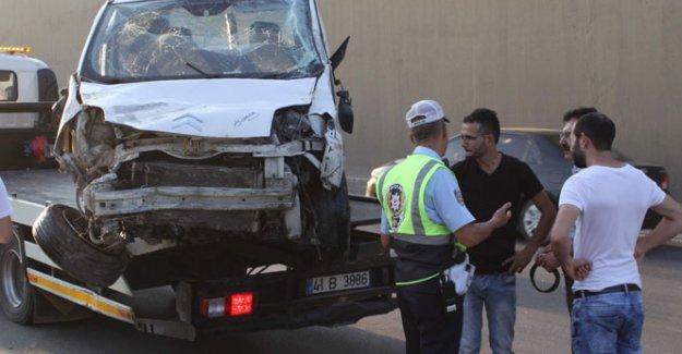 Ölümden dönen sürücüyü polis teselli etti