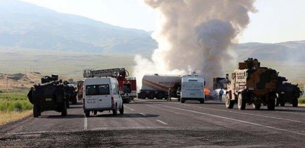PKK iyice kudurdu! 20 aracı daha ateşe verdiler