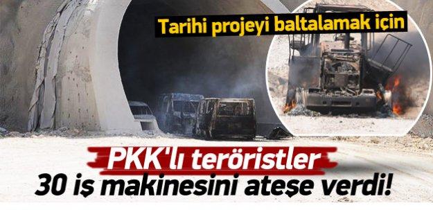 PKK'lı teröristler 30 iş makinesini yaktı