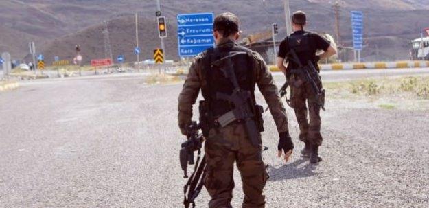 PKK'lı teröristler minibüse saldırdı: 1 yaralı