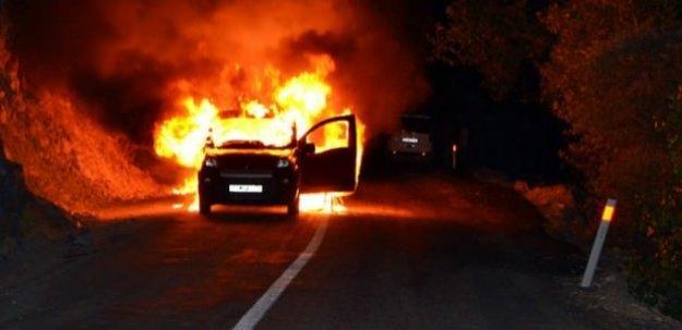 PKK'lılar karakola malzeme taşıyan aracı yaktı