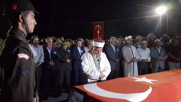 Şehit er Medet Mat'in cenazesi, ailesinin isteğiyle gece toprağa verildi