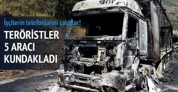 Siirt'te teröristler 5 aracı kundakladı