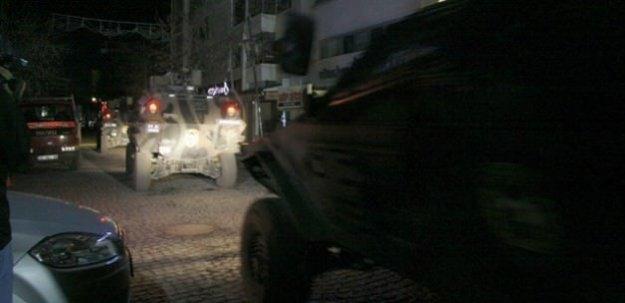 Silvan'da Emniyet Müdürlüğü'ne ateş açıldı