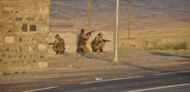 Van'da jandarma karakoluna saldırı