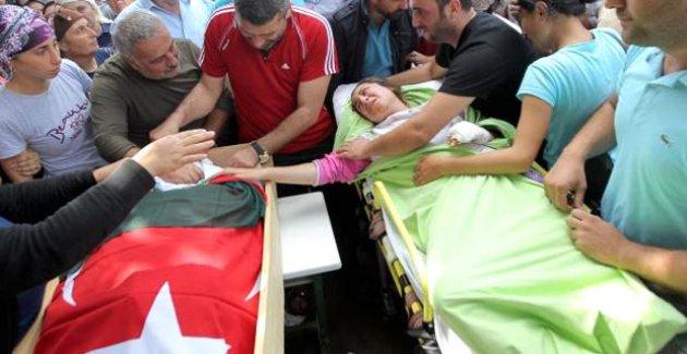 Yaralı Kız, Annesinin Tabutuna Sedyeden Dokundu