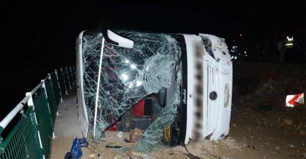 Yolcu otobüsü devrildi! 16 yaralı