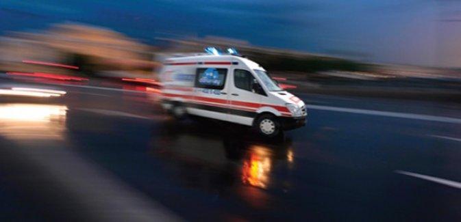 Yolcu otobüsü ile otomobil çarpıştı: 15 yaralı